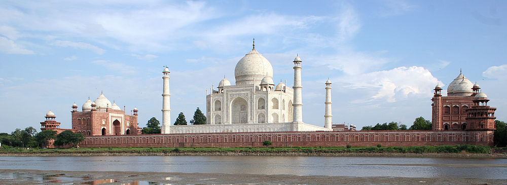 https://upload.wikimedia.org/wikipedia/commons/thumb/b/ba/Taj_Mahal-10_%28cropped%29.jpg/1000px-Taj_Mahal-10_%28cropped%29.jpg