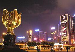 https://upload.wikimedia.org/wikipedia/commons/thumb/a/a6/GoldenBauhiniaSquare.jpg/250px-GoldenBauhiniaSquare.jpg
