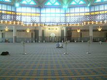https://upload.wikimedia.org/wikipedia/commons/thumb/9/97/Malaysia_National_Mosque_inside.jpg/220px-Malaysia_National_Mosque_inside.jpg