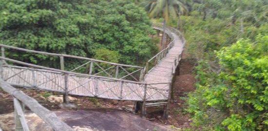 Madavoor Para Cave Temple
