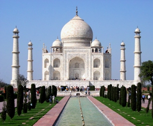 C:\Users\user\Pictures\Agra\Taj_Mahal_in_March_2004.jpg