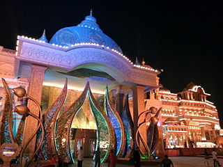 https://upload.wikimedia.org/wikipedia/commons/thumb/6/68/Culture_Gully_and_Nautanki_Mahal_auditorium%2C_Kingdom_of_Dreams%2C_Gurgaon.jpg/320px-Culture_Gully_and_Nautanki_Mahal_auditorium%2C_Kingdom_of_Dreams%2C_Gurgaon.jpg