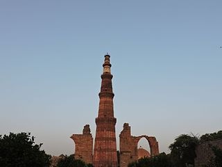 https://upload.wikimedia.org/wikipedia/commons/thumb/e/ea/Qutb_Minar_-_Evening_photo.jpg/320px-Qutb_Minar_-_Evening_photo.jpg