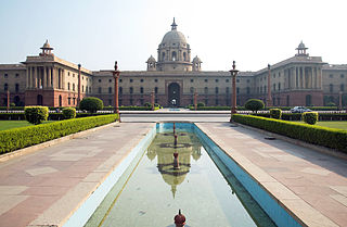https://upload.wikimedia.org/wikipedia/commons/thumb/a/a7/Delhi_India_Government.jpg/320px-Delhi_India_Government.jpg