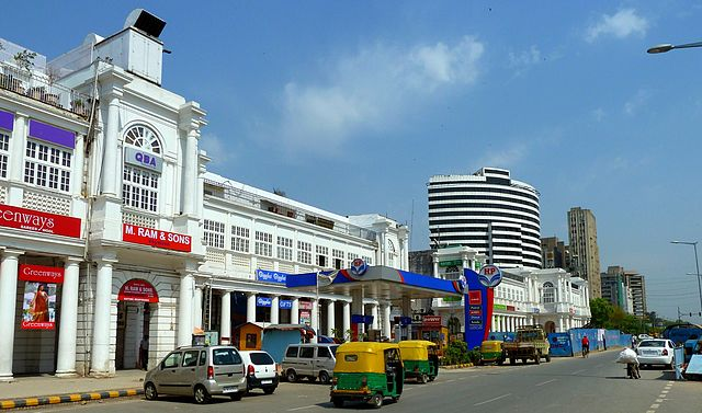 https://upload.wikimedia.org/wikipedia/commons/thumb/2/2c/Connaught_Place_New_Delhi.jpg/640px-Connaught_Place_New_Delhi.jpg