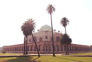 https://upload.wikimedia.org/wikipedia/commons/thumb/a/ad/Humayun%27s_Tomb_from_the_Charbagh_-_1.jpg/320px-Humayun%27s_Tomb_from_the_Charbagh_-_1.jpg