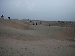 https://upload.wikimedia.org/wikipedia/commons/thumb/e/e1/Sand_sunes_sum_rajasthan.JPG/320px-Sand_sunes_sum_rajasthan.JPG