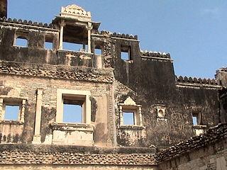 https://upload.wikimedia.org/wikipedia/commons/thumb/3/3d/Rajasthan_Monument_36.JPG/320px-Rajasthan_Monument_36.JPG